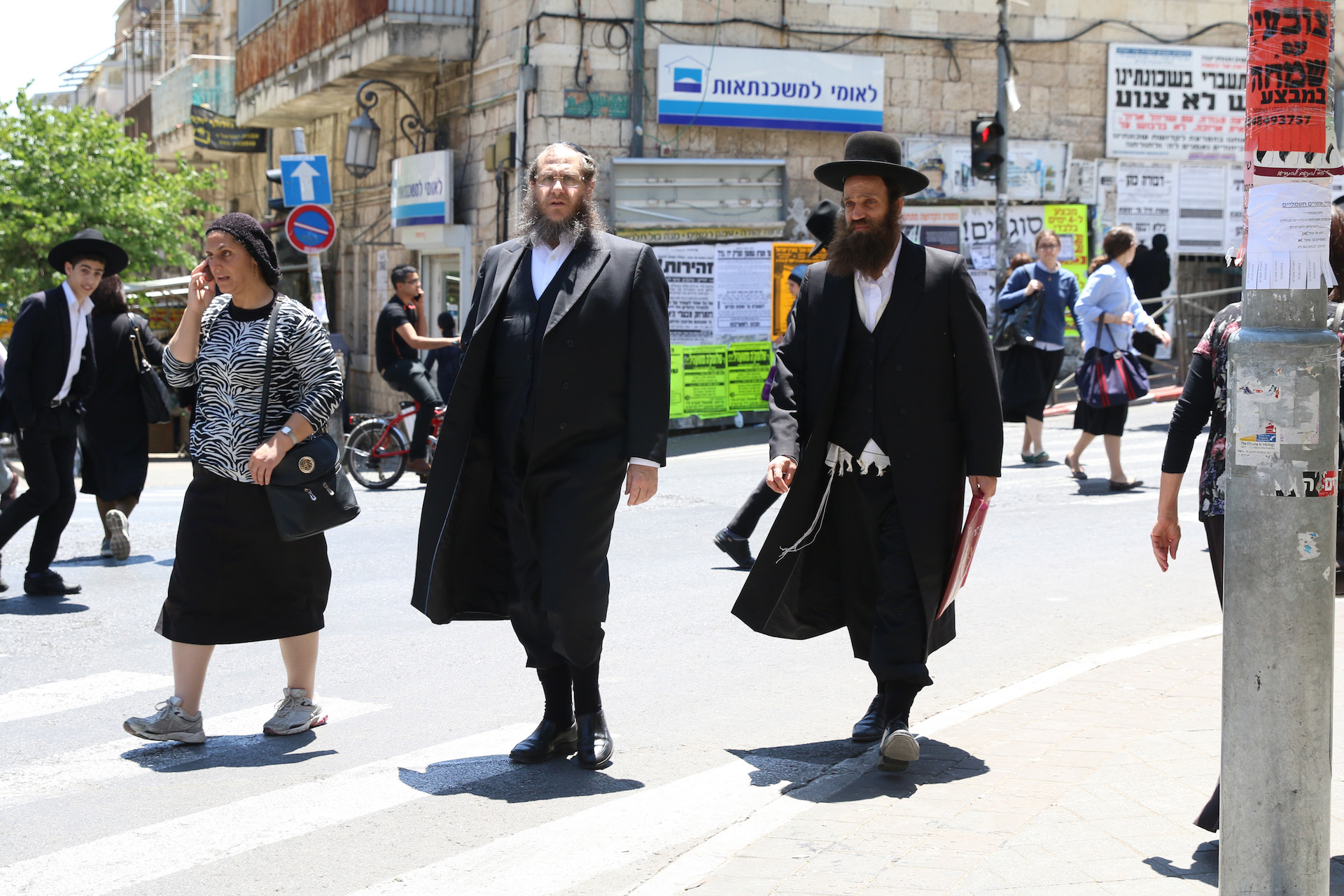 May 30th, 2016 Jerusalem, Israel A busy crosswalk in Mea Sharim in Jerusalem shows the maority Haredi make-up of the neighborhood. 05/31/2016 Photo by Christina Thornell