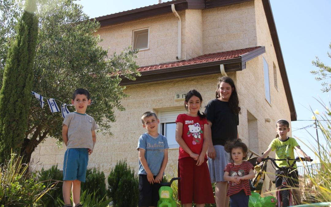 Ofra Settlement Awaits Looming Demolitions