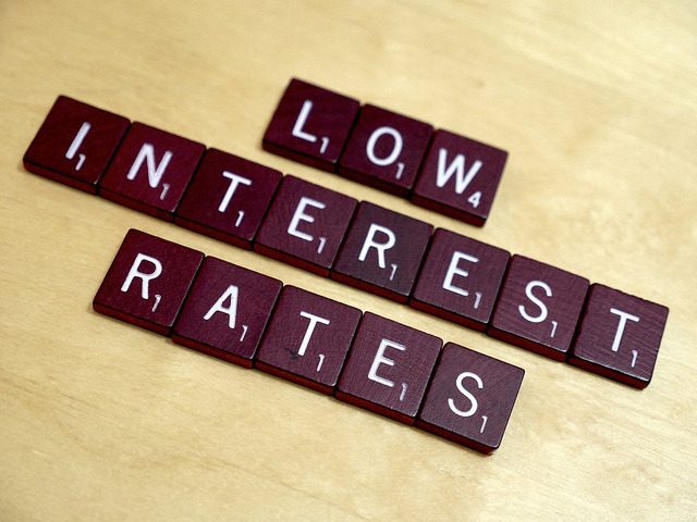 Low Rates Sticking Around as Investors Seek Sovereigns